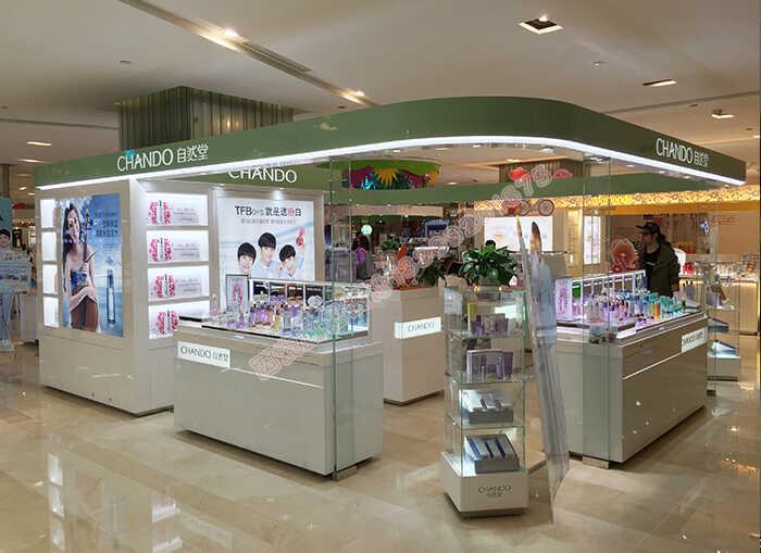 自然堂化妆品店面展柜制作案例