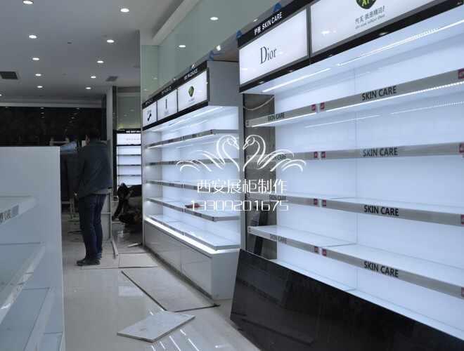 展柜烤漆厂生产制作的流程有那些,以及烤漆展柜加工的特点