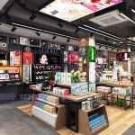 化妆品展柜定制,2018最新铁木结合化妆品木纹柜台设计