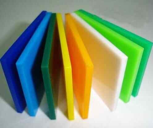 展柜制作厂家对于烤漆展柜制作中常用的材料有那些优缺点