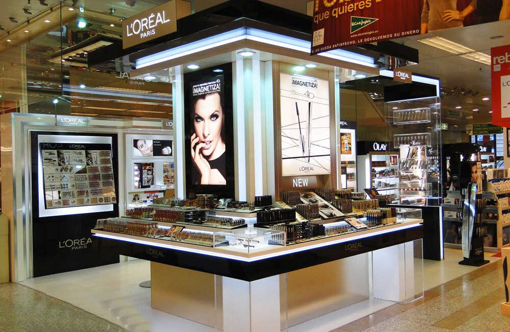 【化妆品展柜设计】金属和木质展柜档次对比