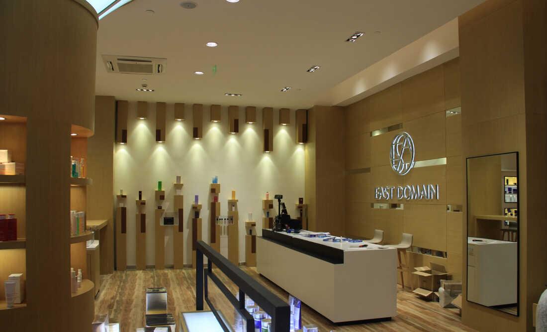 商家选择展柜生产厂家定制化妆品展柜有哪些选择标准
