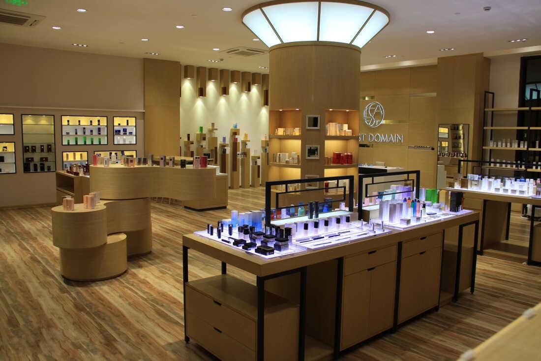 [化妆品展示柜定制厂家]做到这几点能帮企业提升品牌形象