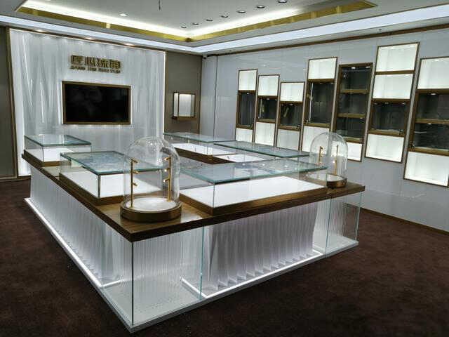 【西安珠宝展柜制作厂家】对于商场珠宝展柜制作的要点有哪些
