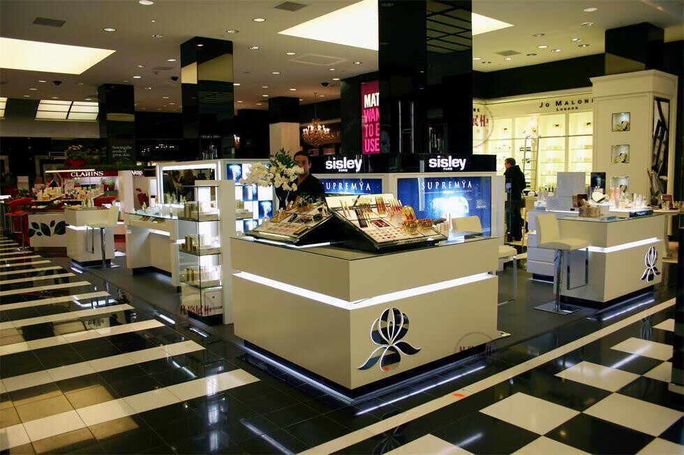 化妆品展柜生产厂对于商场商场化妆品展柜定做用电要合理