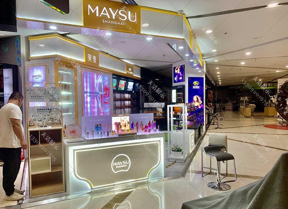 化妆品展柜制作厂家如何避免设计色彩饱和度对商家的影响